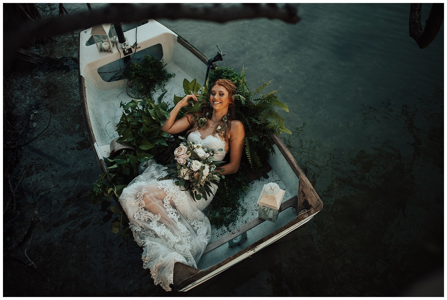 boat bridal photos on the river_0046.jpg